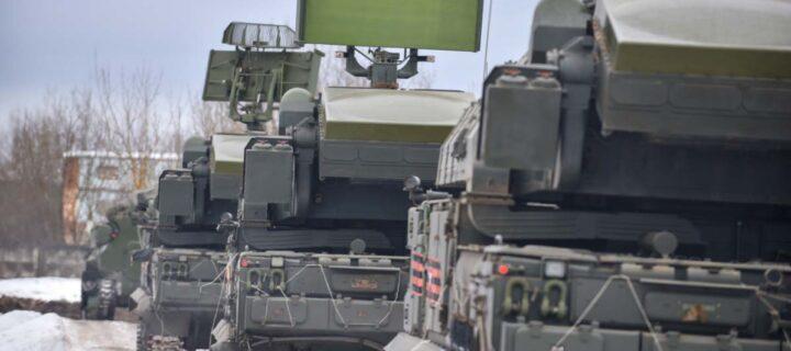 В Подмосковье зенитчики Кантемировской дивизии уничтожили «вражеские» БЛА из ЗРК «Тор-М2»