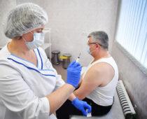 Курские пенсионеры, сделавшие прививку от COVID-19, получат 3 тыс. рублей