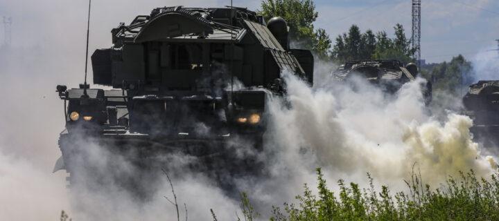 В Подмосковье расчеты комплексов «Тор-М2» отразили воздушную атаку условного противника