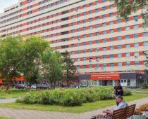 Территории 39 московских поликлиник благоустроят за год