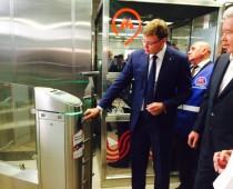 Принимать банковские карты начнут на каждой станции московского метро