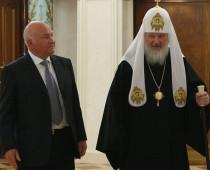 Патриарх Кирилл наградил Юрия Лужкова орденом Серафима Саровского