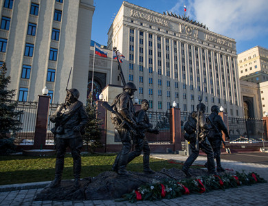 Перед зданием Минобороны РФ открыли памятник «Они сражались за Родину»