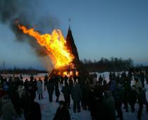 В калужском Никола-Ленивце на Масленицу сожгут 20-метровую пирамиду из сена и дерева