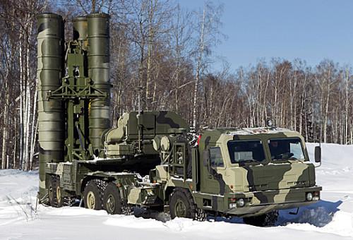В Подмосковье развернут пятый зенитный полк, оснащенный системами С-400