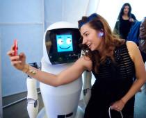 На ВДНХ роботы поздравят женщин с 8 Марта