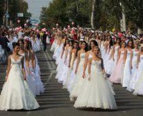 Более 2 тысяч пар заключат браки в День города в Москве