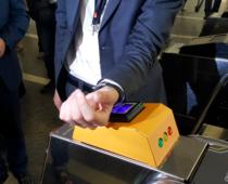 В московском метро начнутся продажи колец и браслетов с функционалом карты «Тройка»
