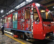 На Кольцевой линии Московского метрополитена запустили новогодний поезд