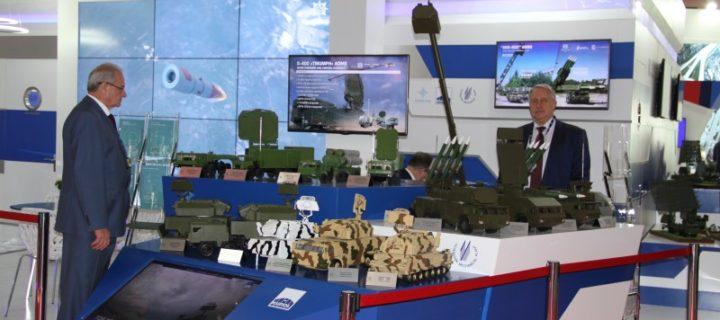 «Алмаз-Антей» представит на выставке вооружений в Индии С-400, «Тор» и «Бук»