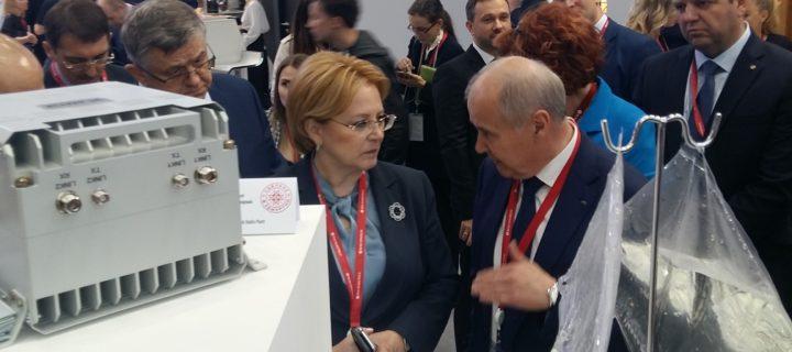 Глава Минздрава ознакомилась с фармацевтической продукцией Ижевского завода «Купол»