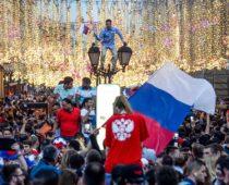 Москвичи отпраздновали победу сборной России над Испанией