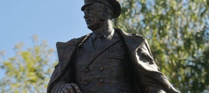 Шойгу открыл в Москве памятник основателю ВДВ генералу Маргелову