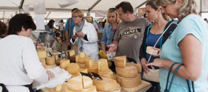 Подмосковные производители привезут около 50 тонн сыра на фестиваль «Золотая осень»