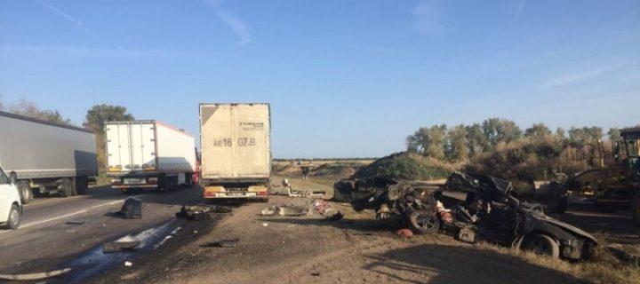 В крупном ДТП на трассе М4 в Воронежской области погибли четыре человека