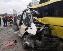 В крупном ДТП на трассе в Тверской области погибли 13 человек