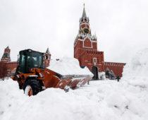 Высота сугробов в Москве достигла рекордные для зимы полметра