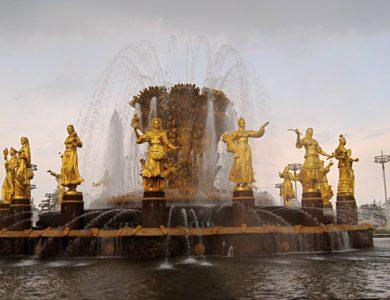 Завершена реставрация 16 скульптур фонтана «Дружба народов»