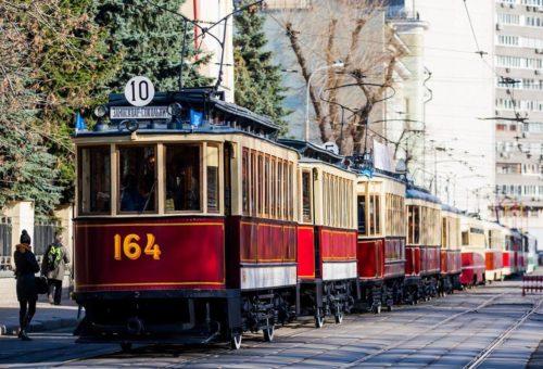 На Чистых прудах в Москве прошел ежегодный Парад трамваев