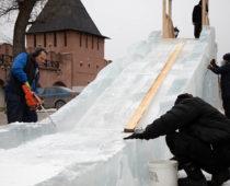 Гостиная Деда Мороза и ледяная горка открылись в Тульском кремле
