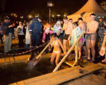 Более 2,5 тыс. человек обеспечат безопасность в местах крещенских купаний в Москве