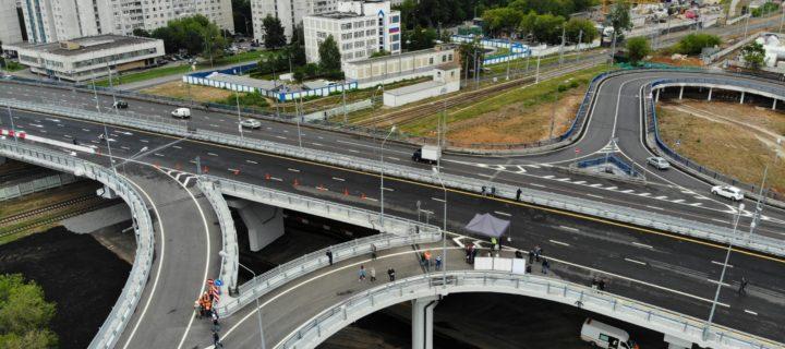 Более 350 км дорог и 100 учебных заведений построят в Москве до 2023 года