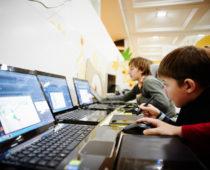 Две трети подмосковных школ обеспечены интернетом