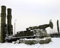 Расчеты ЗРС С-300В отразили воздушную атаку условного противника в небе Подмосковья