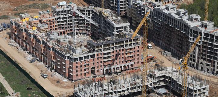 Около 200 строек возобновили работу в Подмосковье