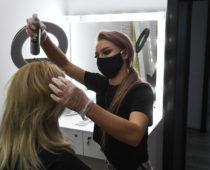В Подмосковье заработали более 200 салонов красоты и парикмахерских