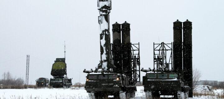 Зенитные комплексы С-300В отразили воздушную атаку на учениях в Подмосковье