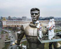Памятники, фонтаны и набережные Москвы промоют после зимы