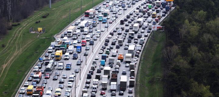 Движение транзитных грузовиков по МКАД ограничат на постоянной основе