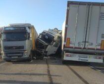 В ДТП с четырьмя грузовиками в Тамбовской области погиб человек
